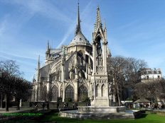 http://domenico1974.files.wordpress.com/2012/01/notre-dame-9-copia.jpg?w=232&h=181