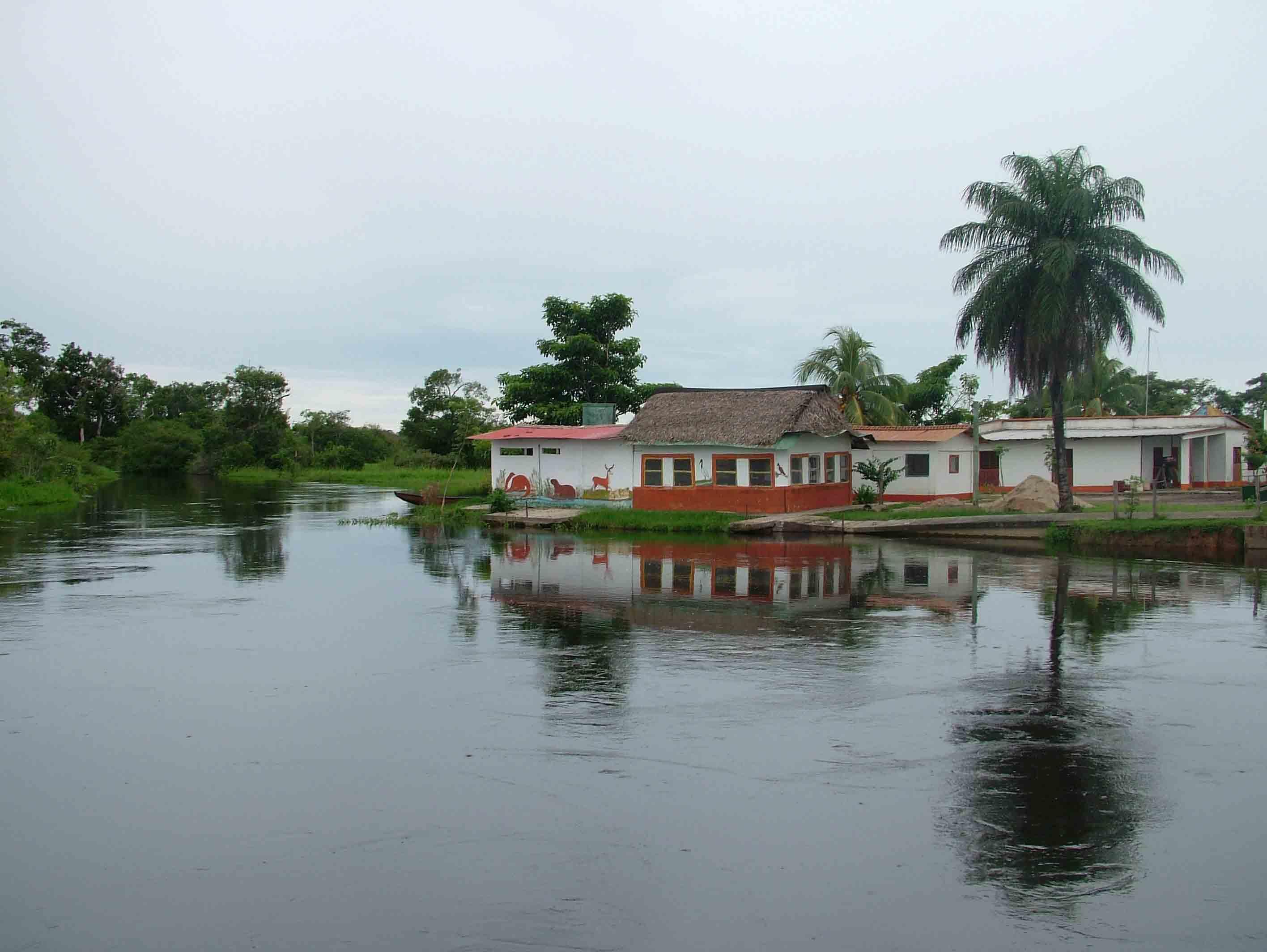 Le pianure si inondano regolarmente all esondazione dei fiumi nel periodo delle piogge aprile novembre per poi asciugarsi nella stagione secca